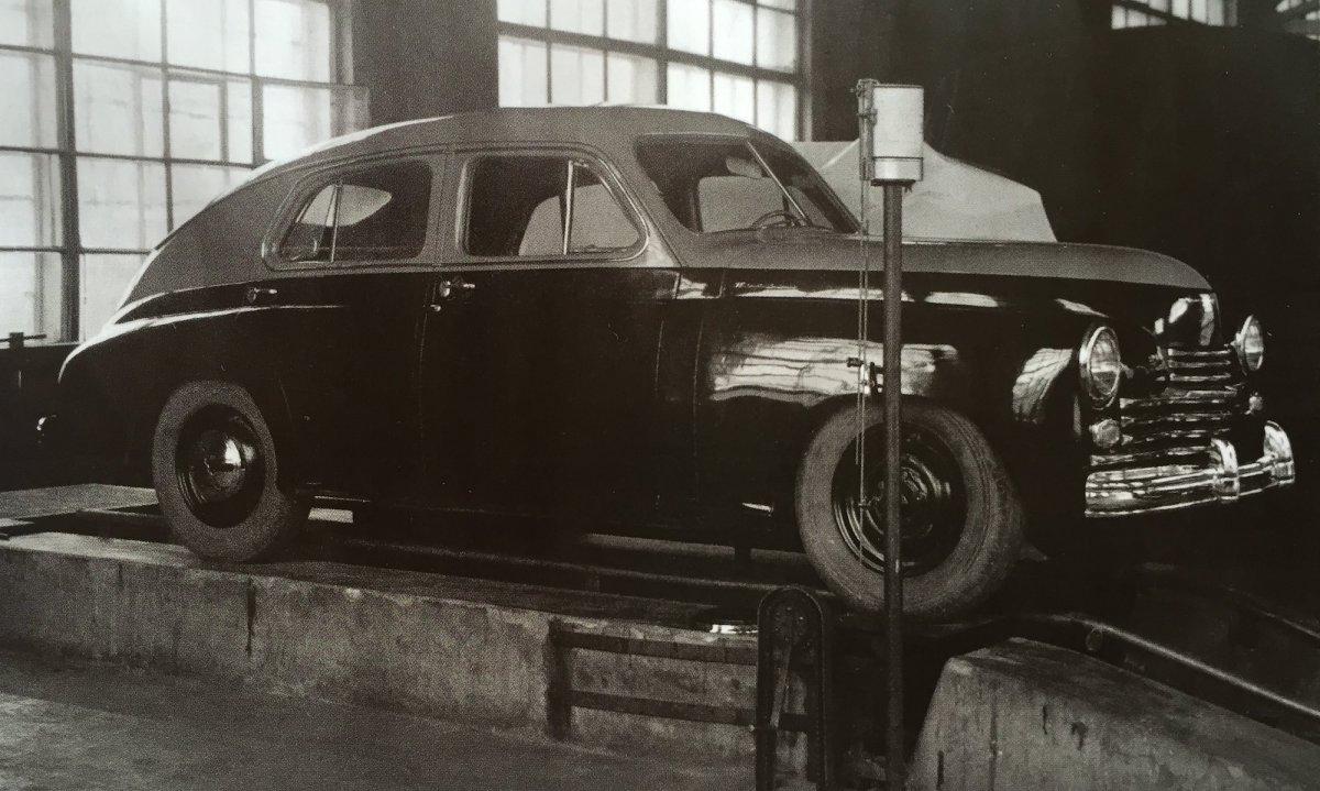 1-1-3-4-1-@-GAZ M 25-1945-prototyp-.jpg