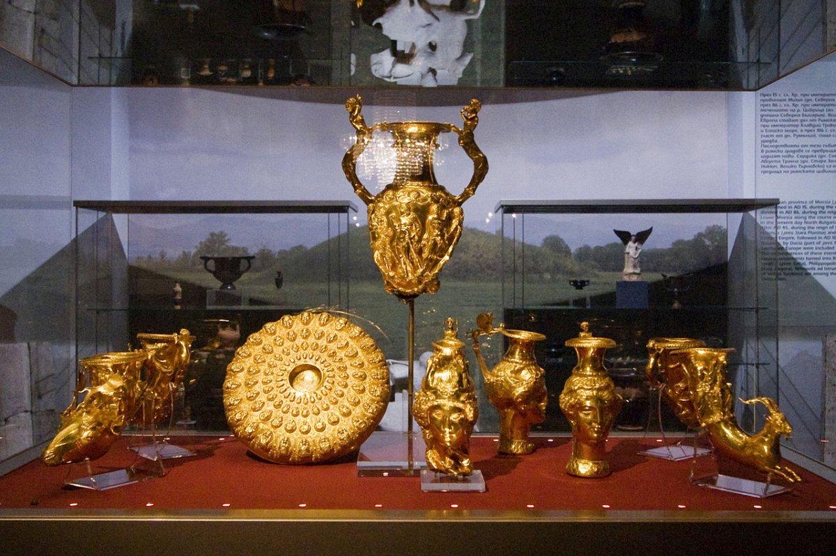 1280px-Sofia_-_Panagyurishte_Thracian_Gold_Treasure.jpg