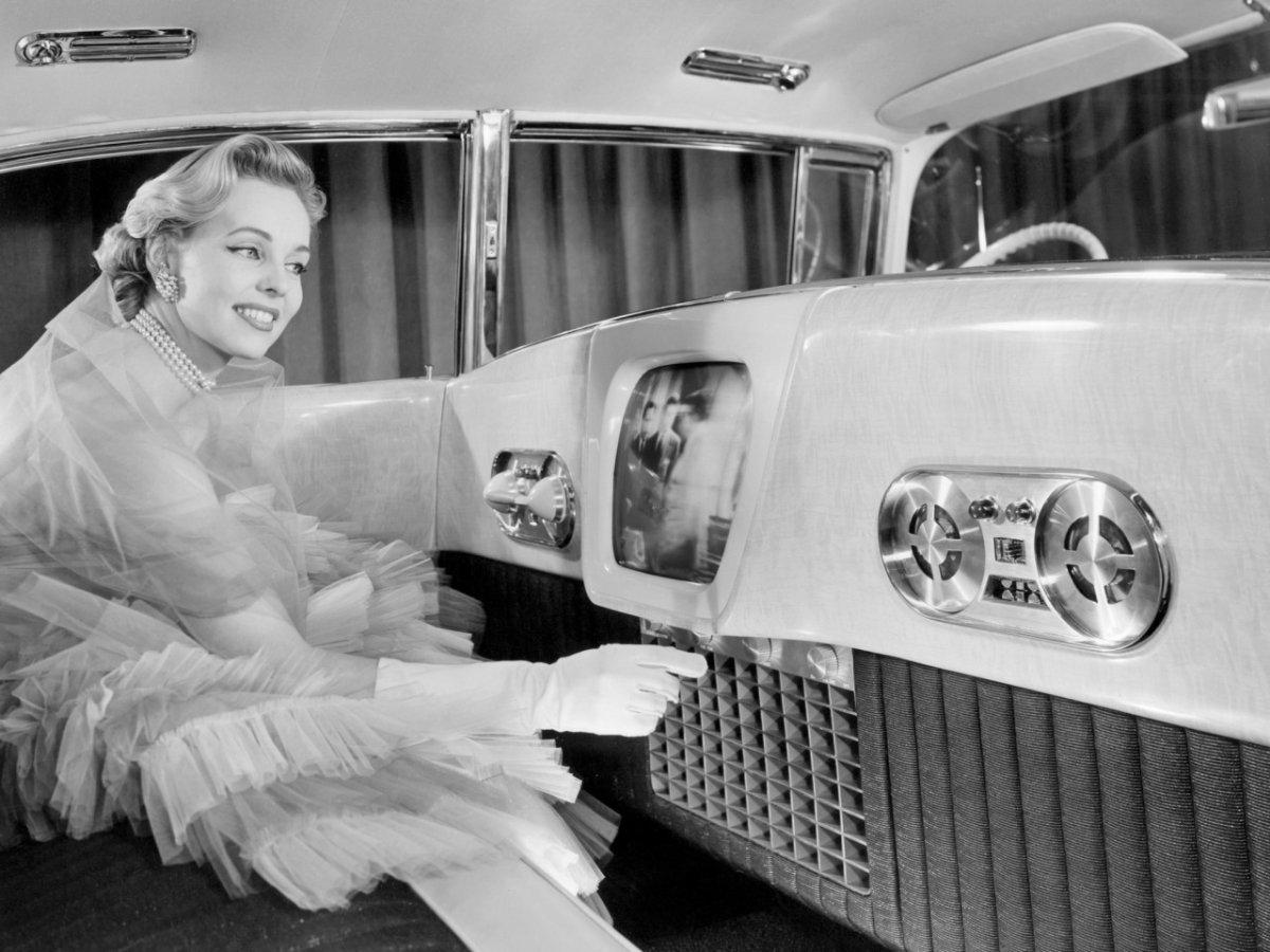 салон с телевизором.jpg
